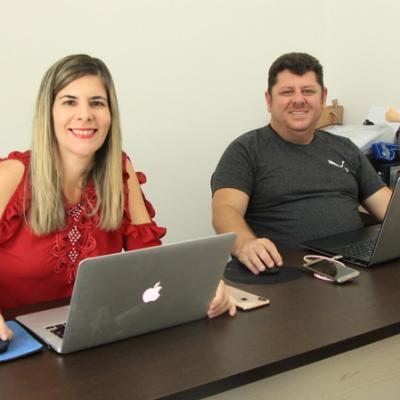 Sala dos diretores do Instituto Educar/Canal dos Concurseiros, Raquel e Fábio Figueirôa.