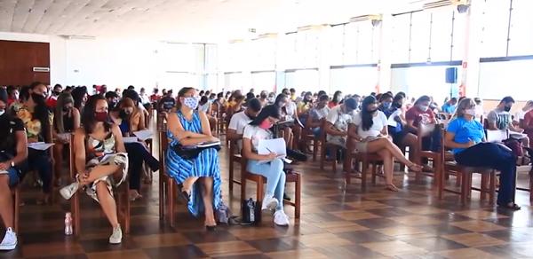 Revisão Presencial da Barra atraiu centenas de concurseiros no Iate Clube